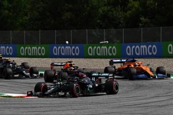 F1: A Mercedes szembemegy a többiekkel