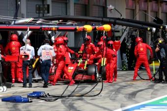 F1: A Ferrari egyik versenyzőjére sem akar mutogatni
