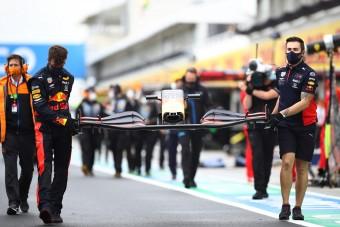 "F1: ""Lauda kalapot emelne a Red Bull előtt"""