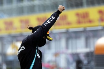 F1: Hamilton komoly figyelmeztetést kapott