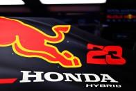 F1: Verstappen örömmel cserélne Hamiltonnal 2