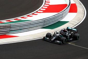 F1: Tarolt a Mercedes az edzésen
