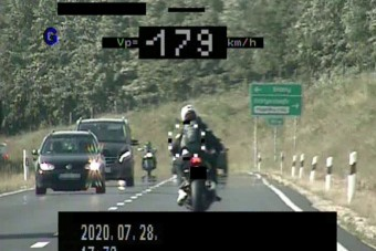 180-nal előzte a vasi rendőröket a motoros, de ezzel még nem volt vége