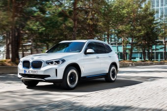 Hátsókerekes és 460 km-t megy el egy töltéssel a BMW iX3
