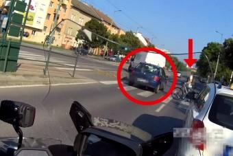 Motorra váltottak a pofátlan(tan)ító rendőrök