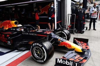 F1: A Red Bull is beveti a Mercedes csodafegyverét