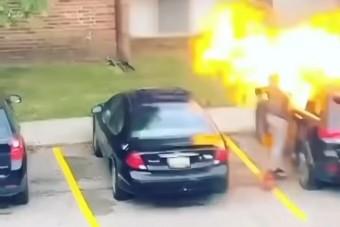 Csúnyán lepörkölte arcát a barátja kocsiját felgyújtó nő