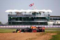 F1: A pink Merci az első, összetört a Red Bull 1