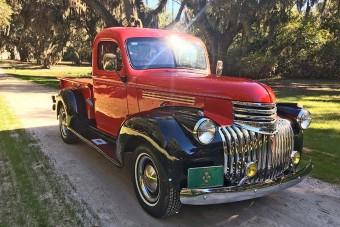 75. évét tapossa a platós Chevrolet, mégis szinte újnak néz ki