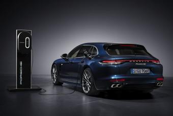 Messzebb jut árammal a plug-in hibrid Porsche Panamera