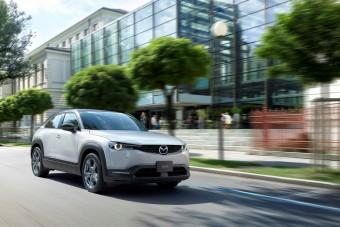 Itt a Mazda első elektromos autója, de benzinmotorral