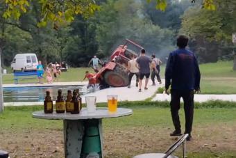 Medencében ért véget a részeg traktorozás