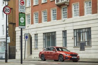 Automatikusan kapcsolnak elektromos módra a konnektorról tölthető BMW-k