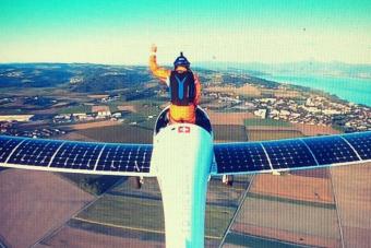 Először ugrottak ki napelemes repülőgépből
