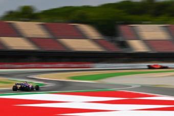 F1: Nyolc csapat a top10-ben Barcelonában
