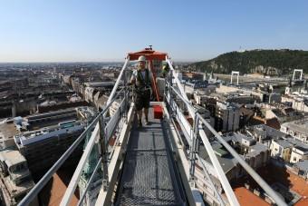 Munkahely, remek kilátással - élet a toronydaru tetején