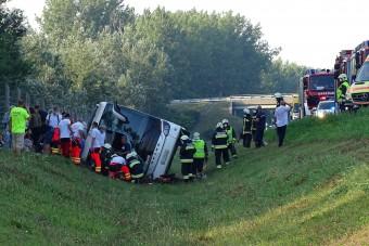Fotókon az M5-ösön történt busztragédia