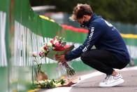 Elhunyt barátja előtt tiszteleg sisakjával az F1-es 1