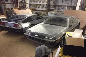 40 évig álltak a pajtában ezek a DeLorean-ek