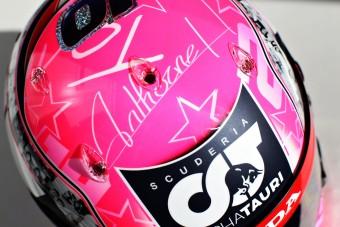 Elhunyt barátja előtt tiszteleg sisakjával az F1-es