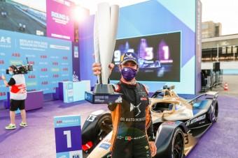 Ex-Red Bull-pilóta iskolázta le a villany-F1 mezőnyét