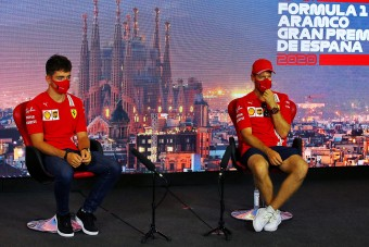 F1: A Ferrari tapsol, Hamilton legyint az új tilalomra