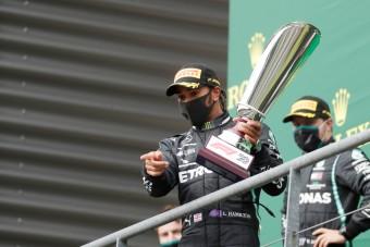 F1: A gumimumus tartotta rettegésben Hamiltont