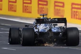 F1: Hamilton 230-cal repesztett három keréken