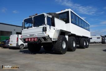 Ez a különleges busz a jég hátán is megél