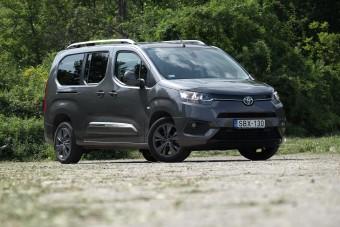 Francia autó Toyota-emblémával - Proace City Verso