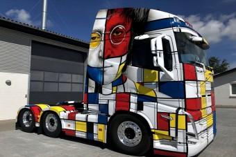Fontos üzenet került erre a Volvo nyerges vontatóra
