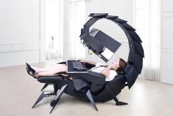 Skorpióként ölel körbe ez a számítógépállvány