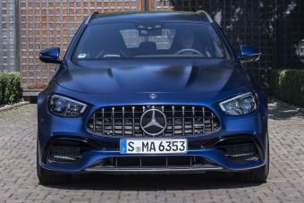 Egyszerre újult meg a Mercedes-AMG E-osztály teljes palettája