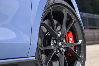 Még pengébb a Hyundai kompakt sportautója