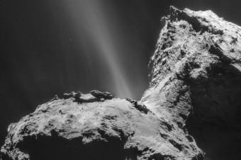UV-fényben világít egy üstökös