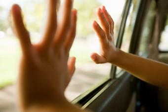 Kérjük vigyázzanak, kiesnek az ablakok!