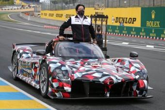 Tető nélkül debütált a Toyota versenyautója