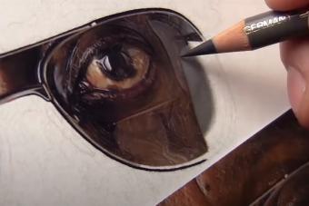 Ámulatba ejtő látvány, ahogy egy hiperrealisztikus portré megszületik