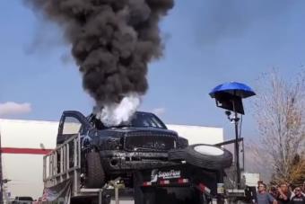 Most megnézheted, milyen egy darabokra robbanó 3000 lóerős dízelmotor