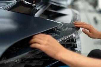 Ahogy átadásra készítik fel az elsők között eladott Bugatti Divót, az több mint gyönyörű