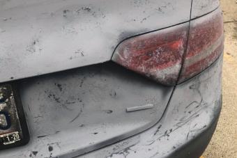 Barbár tuning tette teljesen tönkre ennek az Audinak a fényezését