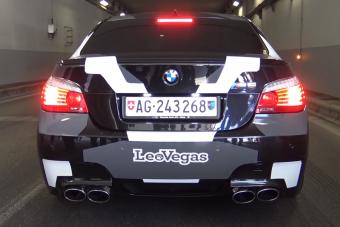 Ezek a videók bizonyítják, hogy a V10-es BMW hangja a mai napig páratlan