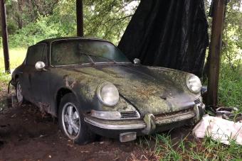 Ezt a kertben szétrohadt Porsche 911-est nem vasárban adták el