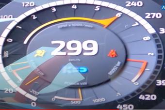 Nézed, és nem hiszed el hogy megy ez a Koenigsegg 200 km/óra felett