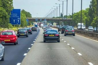 100 km/óra alá lassulna a brit autópálya