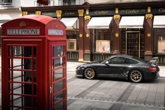 Szürke Porsche, egyenesen az újságok címlapjáról