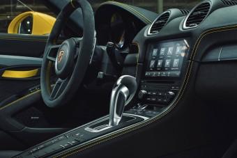 Közkívánatra már automata 718 Cayman GT4 is van