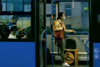 Maszk miatt őrjöngő utast vettek videóra egy pesti trolin 1