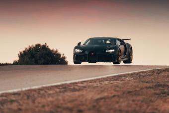1 milliárdnyi 1500 lóerős Bugatti a levegőben