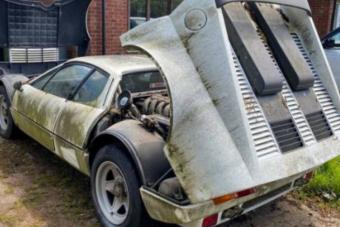 A szaúdi hercegé volt ez a csodás ritka Ferrari, de hagyták a szabad ég alatt lerohadni